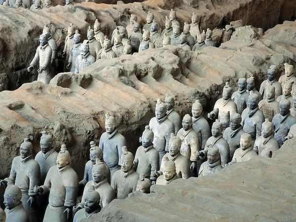 Terra cotta soldiers, photograph by O. Louis Mazzatenta