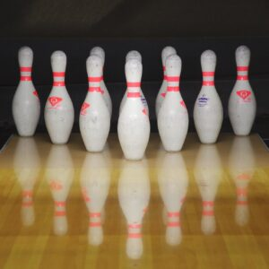 Ten bowling pins lined up